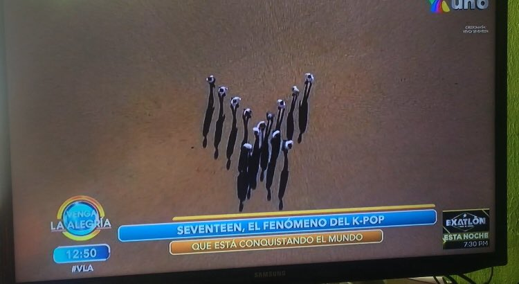 Me puse a gritar como loca 😂💙✨😭🇲🇽 aparecieron los chicos @pledis_17 en @VengaLaAlegria 😭✨ ando mega Happiness!!!!  #세븐틴 #SEVENTEEN #캐럿 #CARAT https://t.co/XfOsK4gcCQ