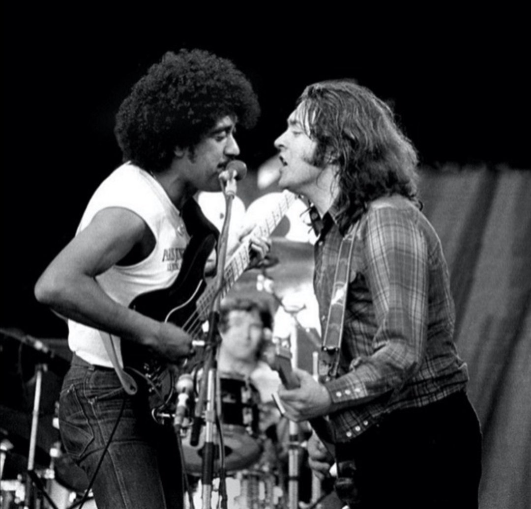 Η πρώτη φορά που Phil Lynott και Rory Gallagher βρέθηκαν μαζί στη σκηνή, ηταν στο Punchestown Festival στις 18.07.1982 στο Naas της Ιρλανδίας. O Phil ανέβηκε στη σκηνή κατά τη διάρκεια του headline set του Rory, και ο φωτογράφος Colm Henry ήταν εκεί για να τους απαθανατίσει. https://t.co/jiZmA32L2W