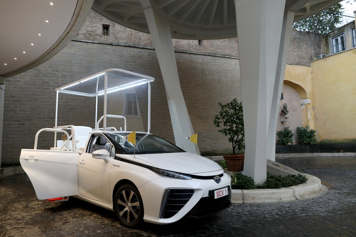 """Holy moly! The new """"Popemobile"""" is a hydrogen powered car! @airliquidegroup"""