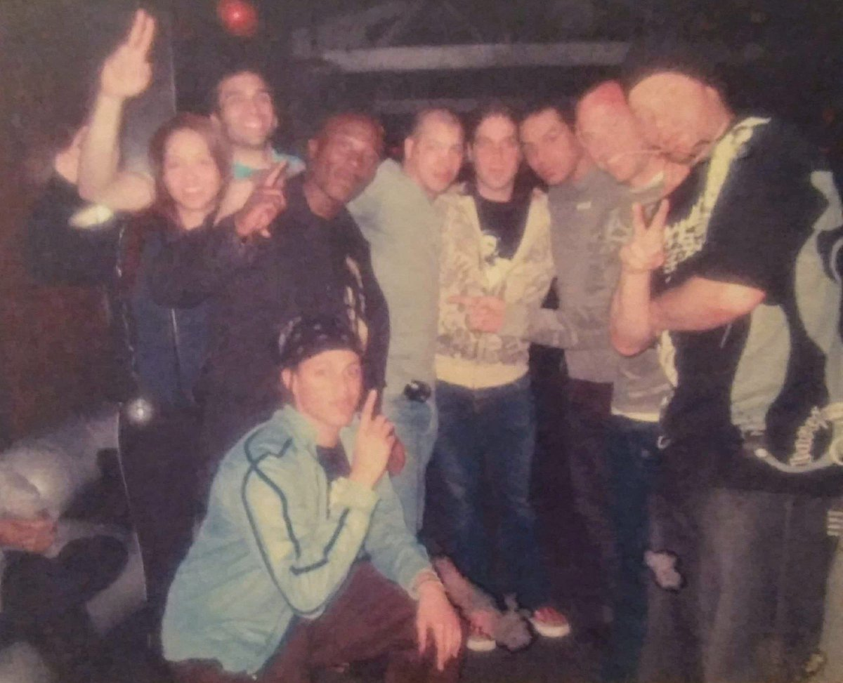 One of my Kickboxing fights inside Club Flamingo NYC i fought that fight with a fracture left rib & won by 1st round TKO from right to left cousin David, Harry, friend, The Tiger, Alberto Merced, Christine, Shane & friend. #AnthonyTheTigerCruz #TeamRenzoGracie @Twitter https://t.co/NbeafG8K3Y