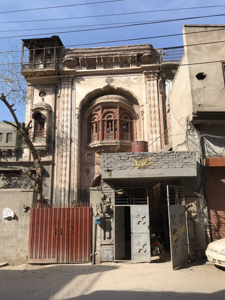 #PrePartition house of Dharam Chand Katyal, Munsif, Built In 1913-1915 #Chiniot #Punjab  #heritage #architecture #SharedHeritage https://t.co/56rW2FJcpK
