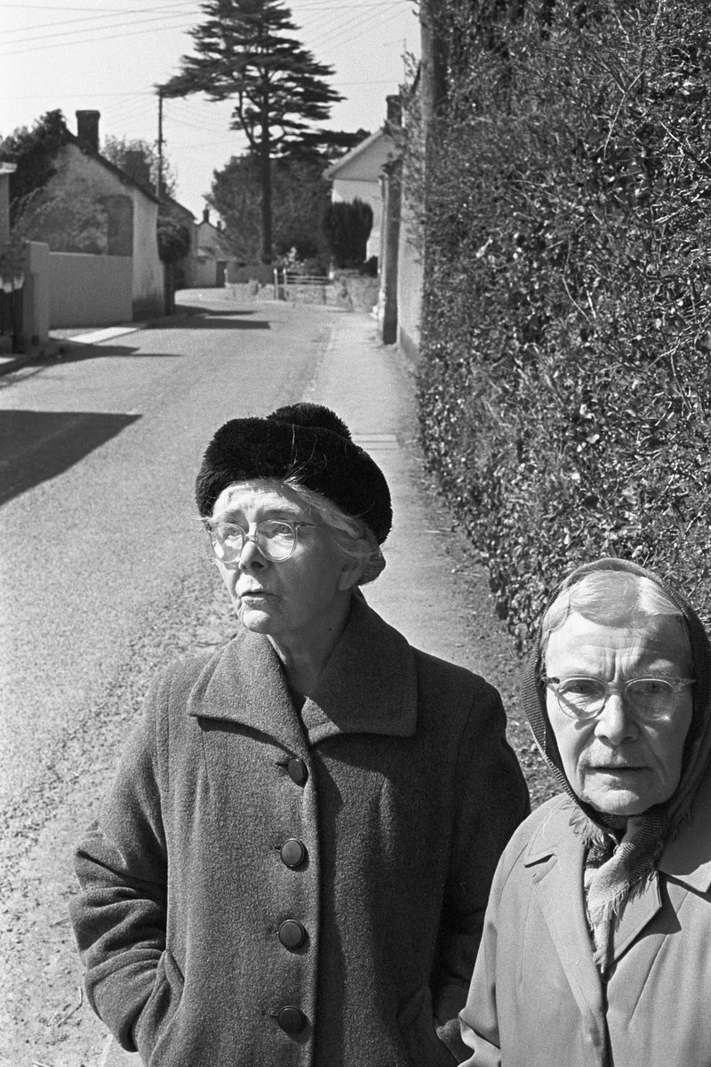 Street photography can be a rural thing too, no? Miss Steele and Mrs Laperriere, Dolton, April 1974. Photograph by my Dad ©Beaford Arts @beaford #Devon #photography #streetphotography beafordarchive.org/archive-image/…