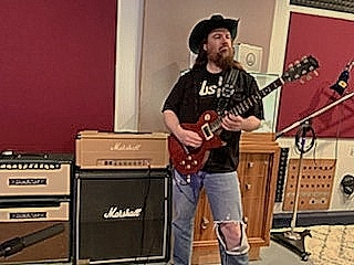 Skunk Manhattan in the studio, hammering a Gibson Les Paul and nailing the guitars for the new Bull y Los Búfalos songs! Get ready for some Stubborn Rock amigos!!  #bullylosbufalos #stubbornrock #gibson #newmusic #studiotime https://t.co/bK9x7djppZ