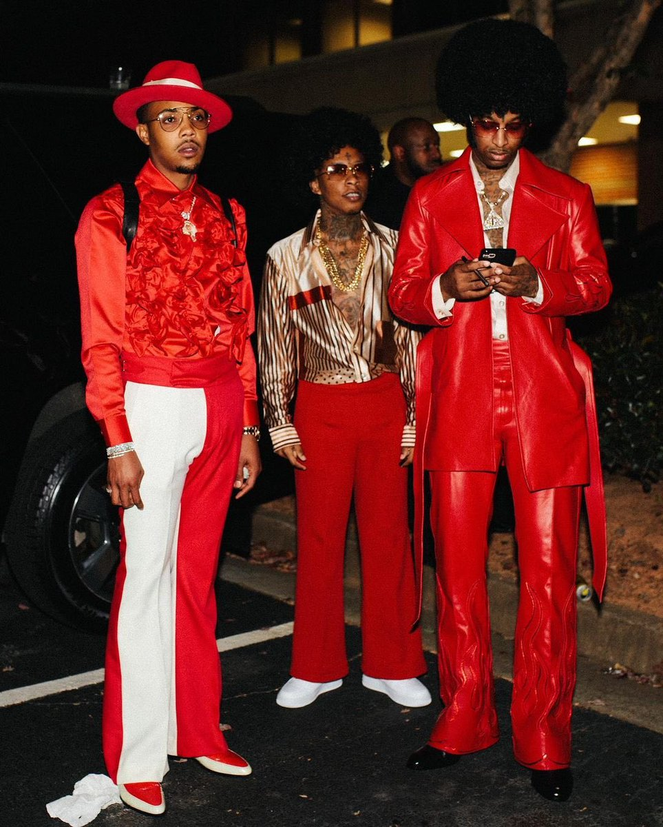 #21Savage had the city out for his 70's themed Bday party 🕺🏿💃🏿 Fits on point 🔥🔥 // 📸 @21savage