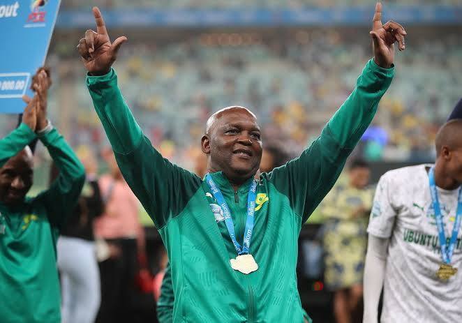 THE KING, THE RECORD BREAKER!!!  2019/20 Absa Premiership Coach of the Season goes to history maker former @Masandawana mentor Pitso Mosimane.   #PSLAwards20 https://t.co/P87b20036y