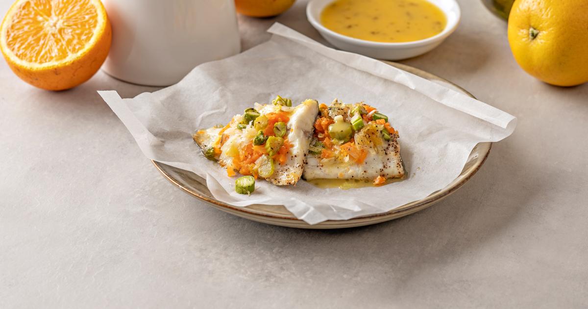 ¿Se acerca el fin de semana y no tienes plan?🤔 siempre puedes organizar en casa una cenita 😋 @lidlespana te da la receta para preparar una deliciosa lubina 🐟 al papillote con verduras🍆🥒 Consejos, recetas e ingredientes aquí ➡️https://t.co/gdZZUrWyfY #Cocina #Alimentación https://t.co/f7oWRquvw4