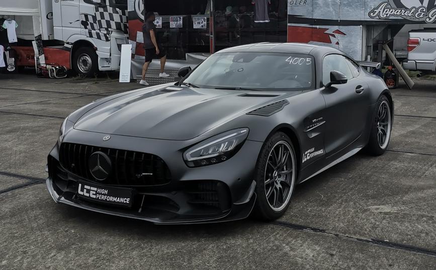 1 of 750 AMG GTR Pro. Looks pretty good in black. [OC] #bugatti #ferrari #porsche @cars https://t.co/yFk0hQwVWt