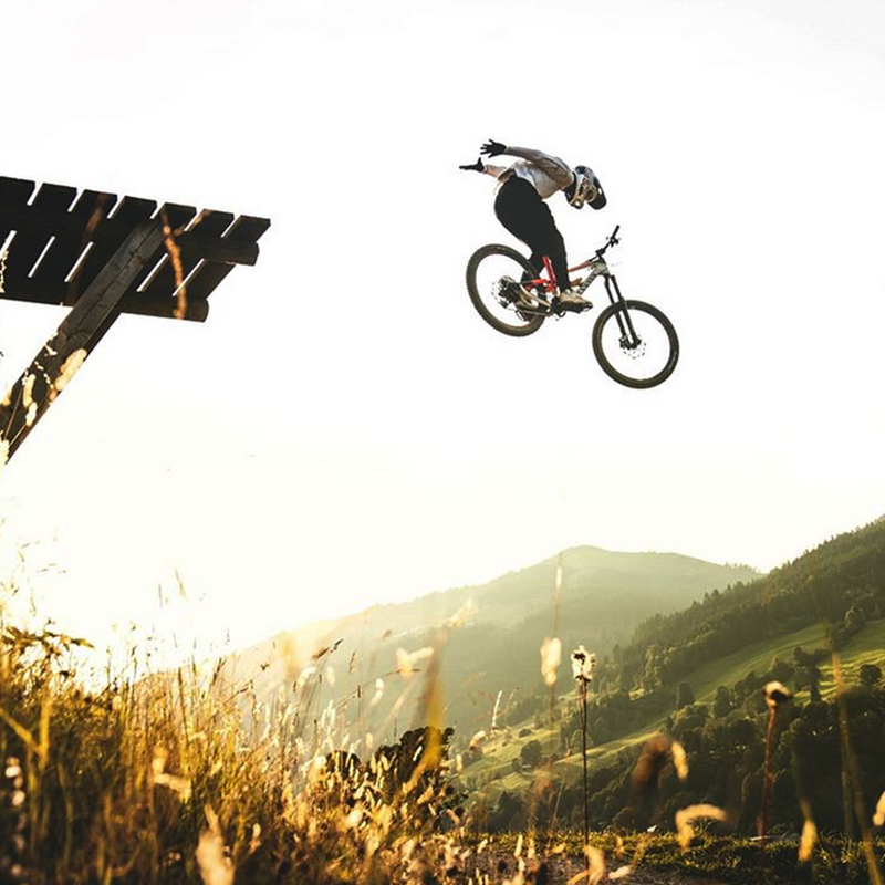 Fly like Fabio. Check out the exclusive SQlab Fabio Wibmer collection - available for a limited time only.  📸: @hannesberger_com    #sqlab #fabiowibmer #signatureline #trial #trialbikes #ergonomicsolutions #ergonomics #getoutsideandplay