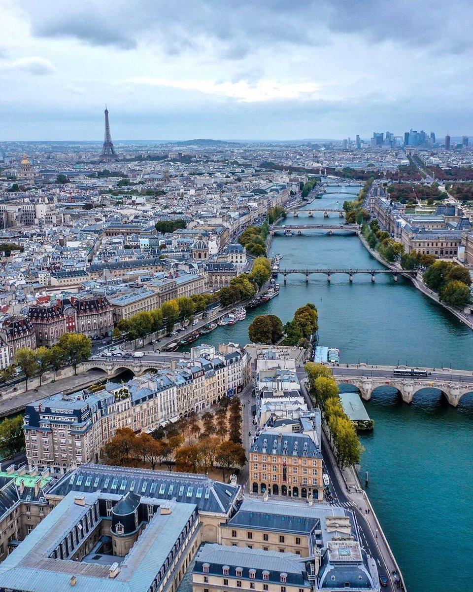 Un total de 54 departamentos de #Francia, donde viven 46 millones de personas, tendrán prohibido salir de casa entre las 9:00 pm y las 6:00 am. La medida entrará en vigor en la medianoche del viernes. El #QuedateEnCasa va enserio. #COVID19 #Rebrote #Paris #StayHome #toquedequeda| https://t.co/SGJNiVDkCB