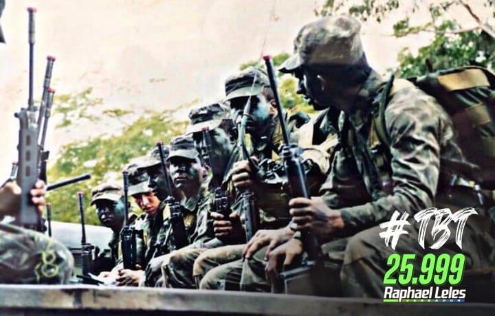 """🇧🇷 #TBT de um exercício de """"Patrulha de Resgate"""" durante o curso de formação de oficiais em 2002. Na ocasião tive a oportunidade de ser o comandante da operação.  #Exército #braçoForte #mãoAmiga #RaphaelLeles #vereador #25999 #Uberlândia https://t.co/TXwb4mqZWn"""