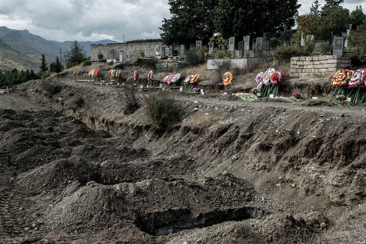 Плюс всплыл еще один эпизод c видео с убитыми азербайджанскими спецназовцами, которое армяне выкладывали на неделе.