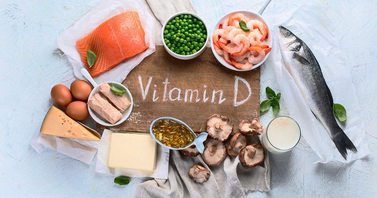 #Prevence #COVID19 Vitamín D indukuje tvorbu cathelicidinů a defensinů, které snižují replikaci virů, navíc snižují produkci prozánětlivých cytokinů, které poškozují plíce.  Vitamín D snižuje hladinu CRP. Snížená hladina vitamínu D v séru je spojena s vyšší mortalitou na COVID-19 https://t.co/Y91g3GQRdE