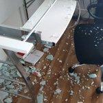 自宅でゴルフの素振りなんてしちゃ絶対にダメ!パソコンデスクの強化ガラス天板が粉々になってしまった…