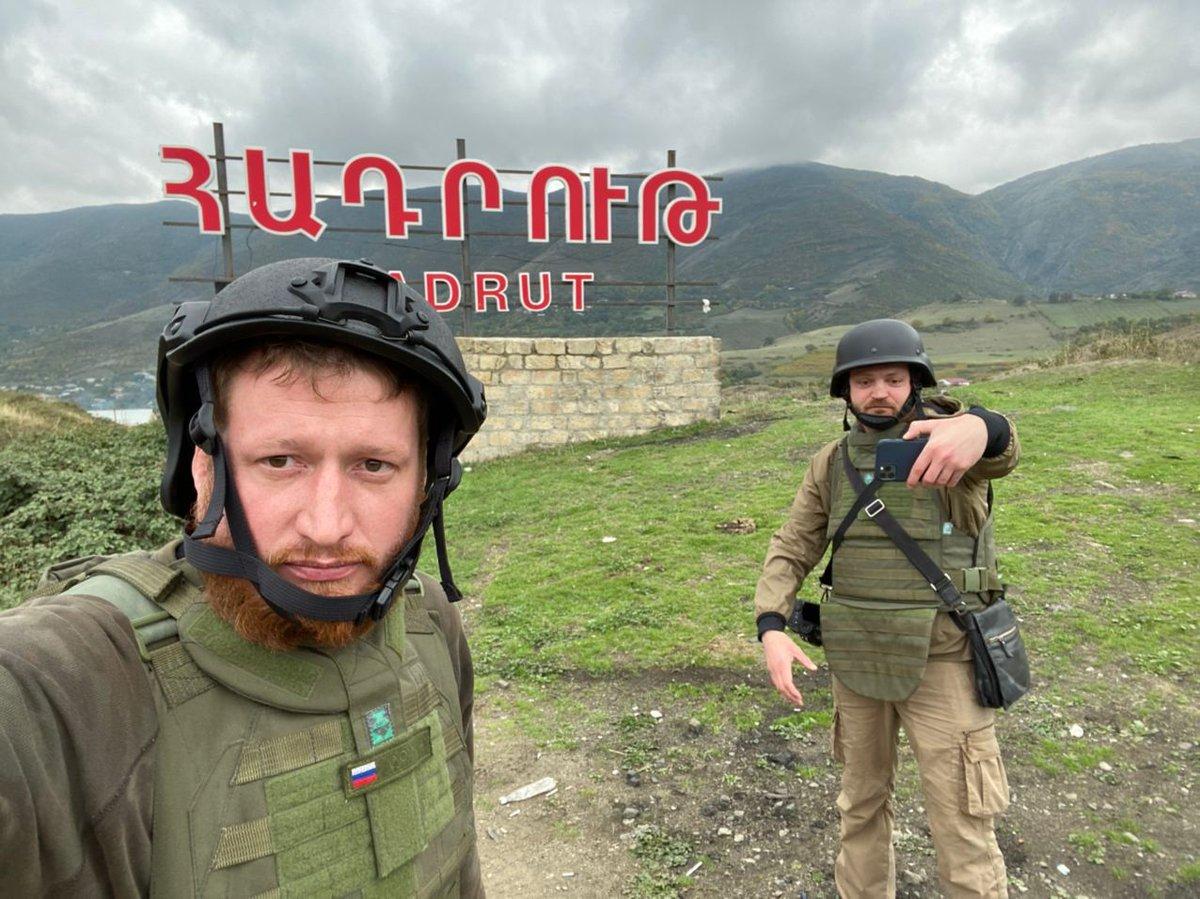 В общем, не взяли пока азербайджанцы Гадрут. Вчера очевидно очень пытались, но судя по всему на этот раз спецназ МО Карабаха героически превозмог, даже несмотря на то, что турецкие дроны ночью долбили подъезды к Гадруту, уничтожив несколько грузовиков, очевидно пытаясь помешать армянам подтягивать силы к Гадруту.