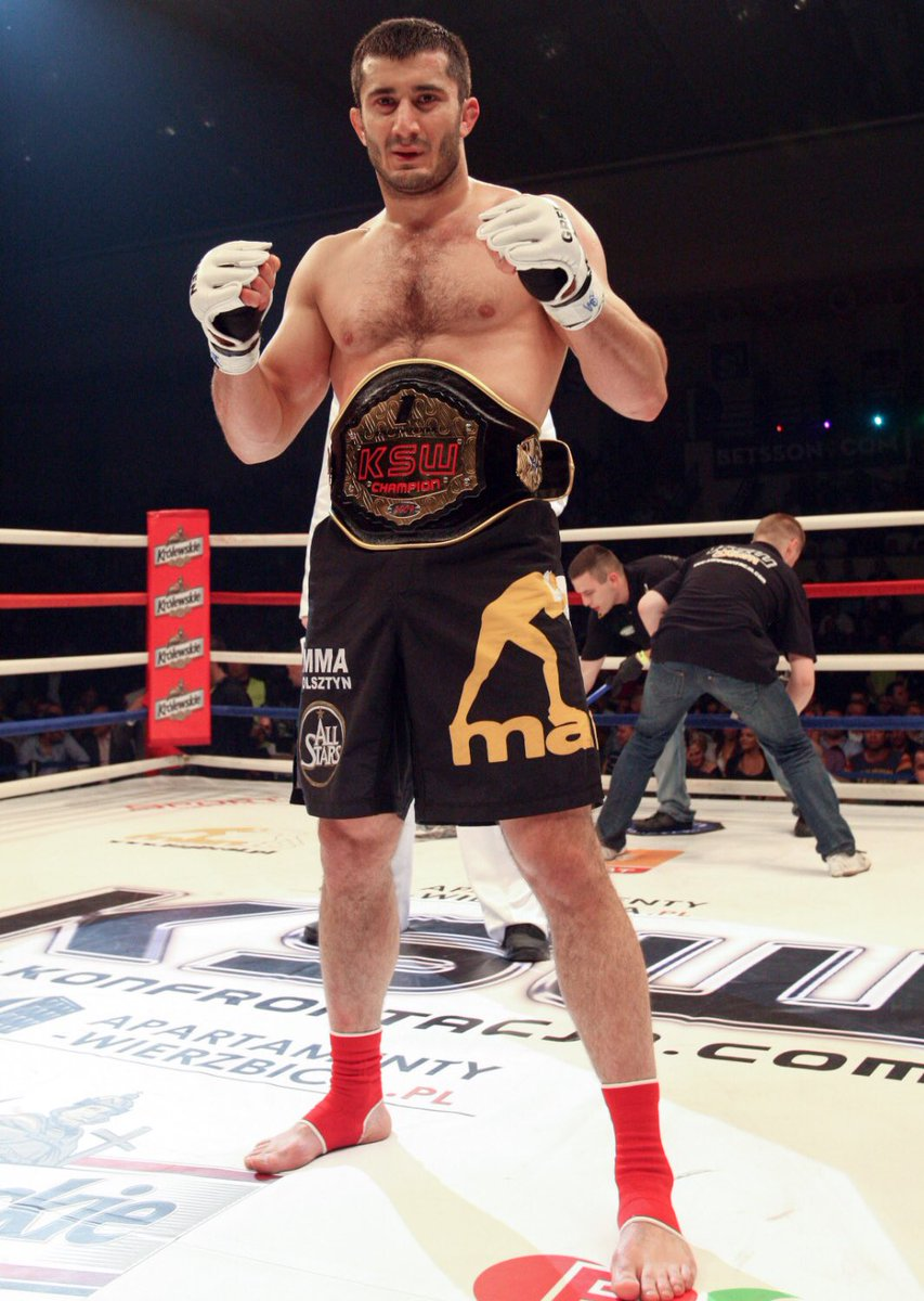 👑 2009 - LHW Champ 👑 2015 - MW Champ 👑 2020 - MW Champ  Mamed Khalidov is now a three-time KSW Champion!! https://t.co/4k40osvssS