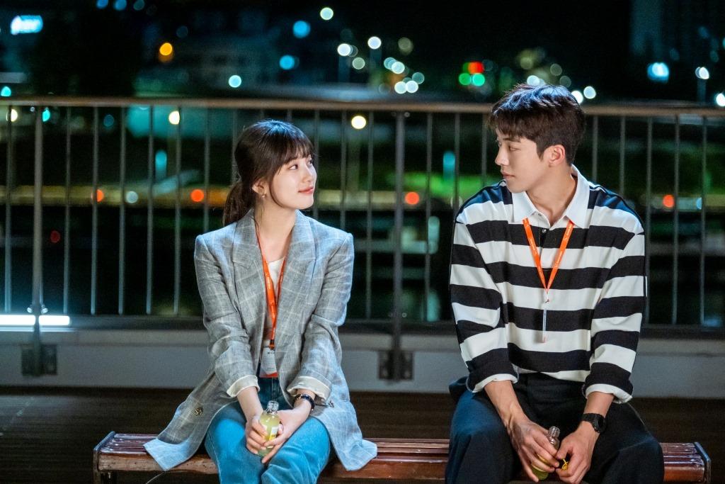"""รีวิว Netflix Thailand on Twitter: """"ซีรีส์เกาหลีมาใหม่อีกแล้ว! เตรียมพบกับ ' สตาร์ทอัพ (Start-Up)' นำแสดงโดย 'นัมจูฮยอก' กับ 'แบซูจี' เรื่องราวของ  หญิงสาวใฝ่ฝันอยากทำธุรกิจของตัวเอง ท่ามกลางการแข่งขันที่เชือดเฉือน  ในวงการอุตสาหกรรมไฮเทคของเกาหลี รอดู ..."""