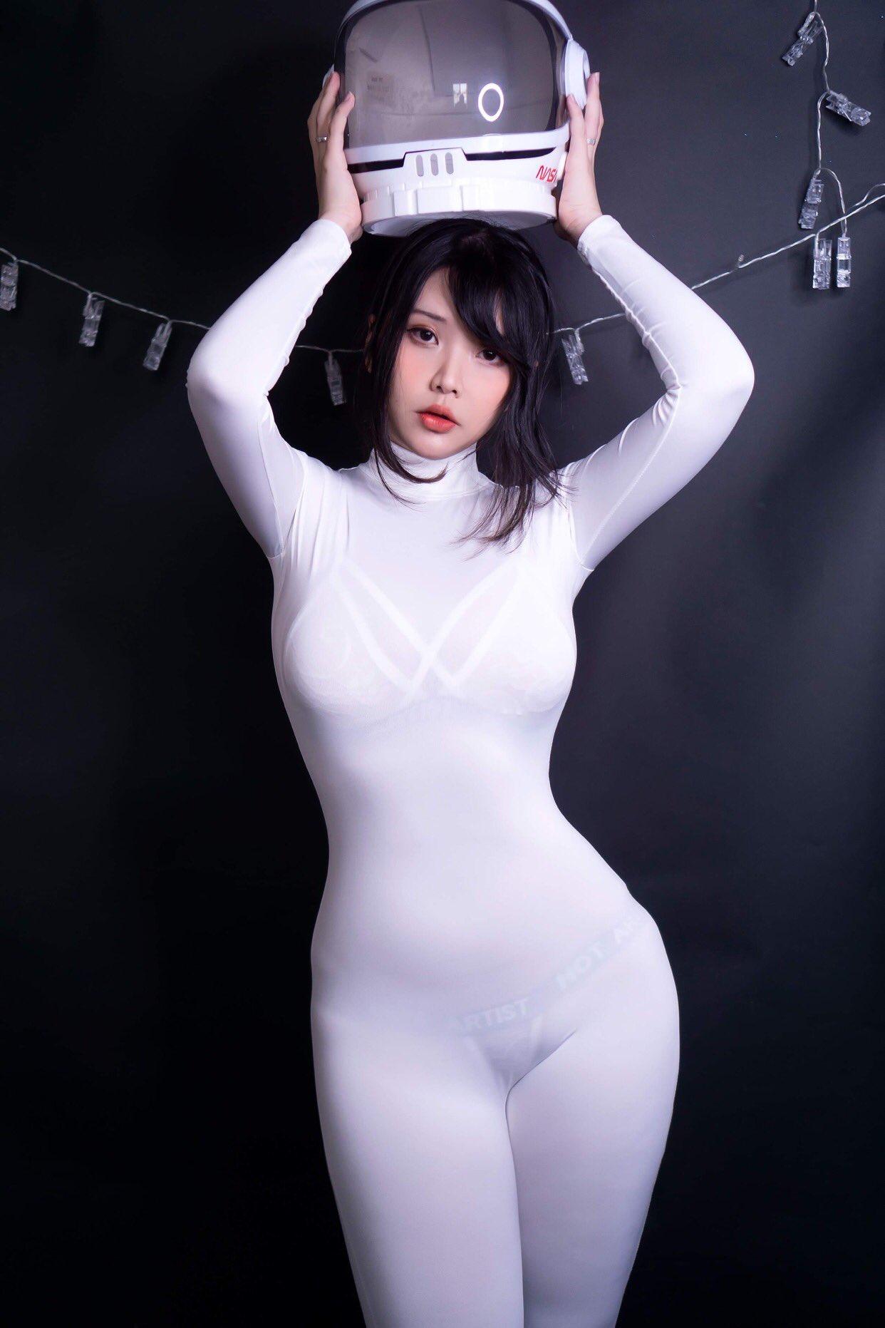 Hana Bunny Impostor Cosplay