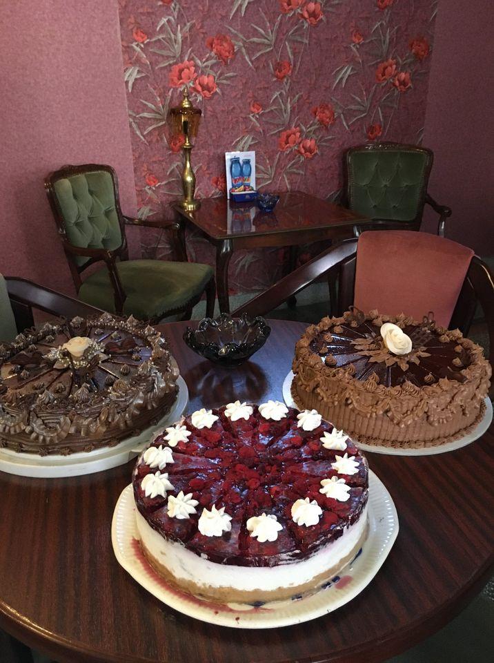 Najlepše poslastice se nalaze u Anna caffe. Tražićete komad torte viška😍  #putovanje #srbija #kafa  #slatko #veselje #sombor  #turizam #travel #vojvodina #vidisrbiju #seeserbia #domacikolaci #Welcome  #dobrodosli #rooms #sobe #smestaj #annacaffeandrooms https://t.co/yUyzkTH1e0