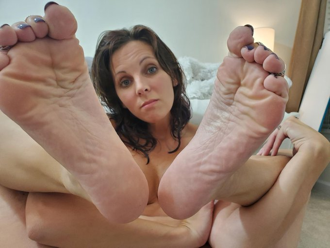 anyone like scrunched feet? https://t.co/RqtUbZx6Rr