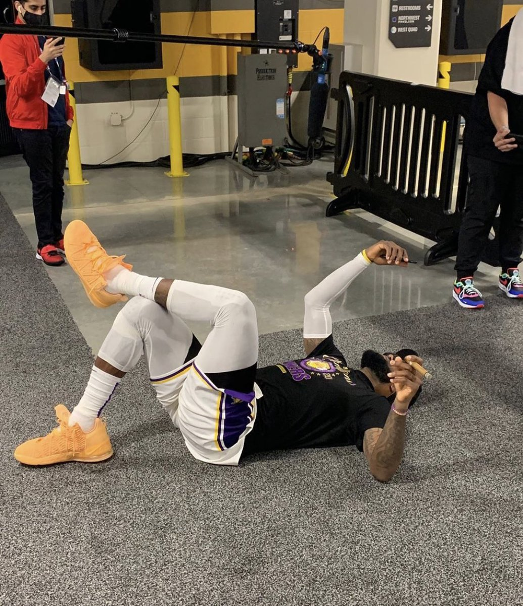 Replying to @NSav24: me laying in bed scrolling through my TL flooded with #LakerNation love 💜💛