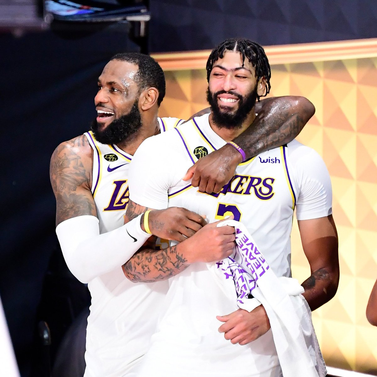 Only @Lakers duos to win the NBA Finals while both averaging 25+ PPG in the postseason:  LeBron James (27.6 in 2020) Anthony Davis (27.7 in 2020)  Shaquille O'Neal (36.3 in 2002) Kobe Bryant (26.8 in 2002)
