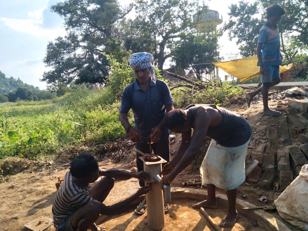 आदरनीय @dc_simdega @safasimdega सर आपका बहुत बहुत धन्यवाद सर अरानी गाँव के खराब चपाकल को आपने ठीक कराने का कार्य किया सर गाँव वाले बहुत खुश है सर अब उनको दुर से पानी नही लाना पढेगा सर गाँव वाले ने आपको धन्यवाद कहा है 🙏🙏