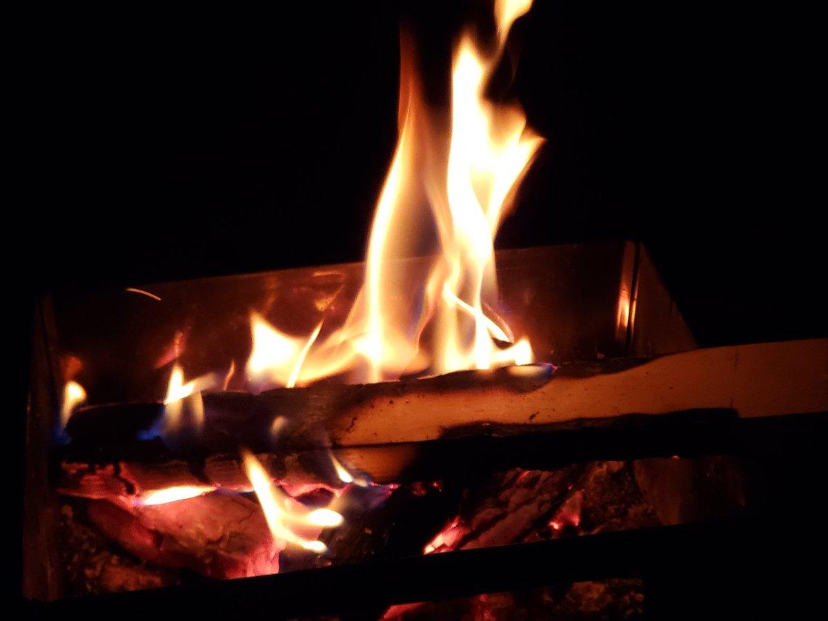 焚き火がしたい… https://t.co/ZQibUJJETR