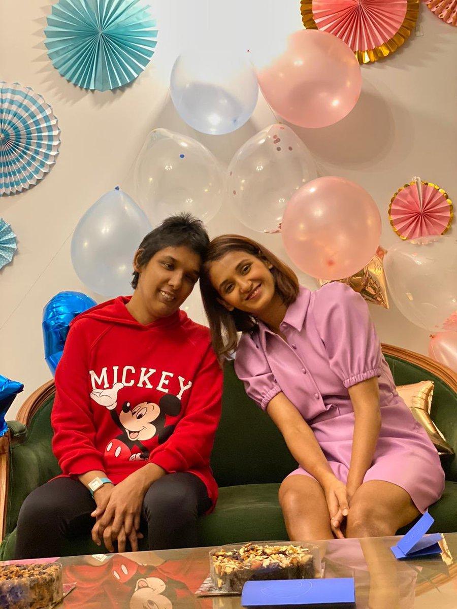 2 birthdays on the same day = double the fun 🥳🥳  @kmohan12 @MohanShakti Both of you bring a lot of joy in my life.  Yes yes, you too non birthday girl @thisIsMukti 😛  Khush raho maze karo! Happy Birthday YAYYY !!! https://t.co/YBasBmWG1c