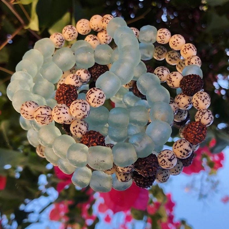 What a interesting bracelet design concept by @hauteaquarianjewels! 🔷✨ The #Rudraksha Beads make 4 such a unique accent piece. 💙✨  Browse here - https://t.co/2TC1ViudxH  #TheBeadChest #Beads #Jewelry #WoodBeads #RecycledGlassBeads #AfricanBeads #DIYCrafts #DIY #JewelryBlogger https://t.co/D0DJRTfc1q