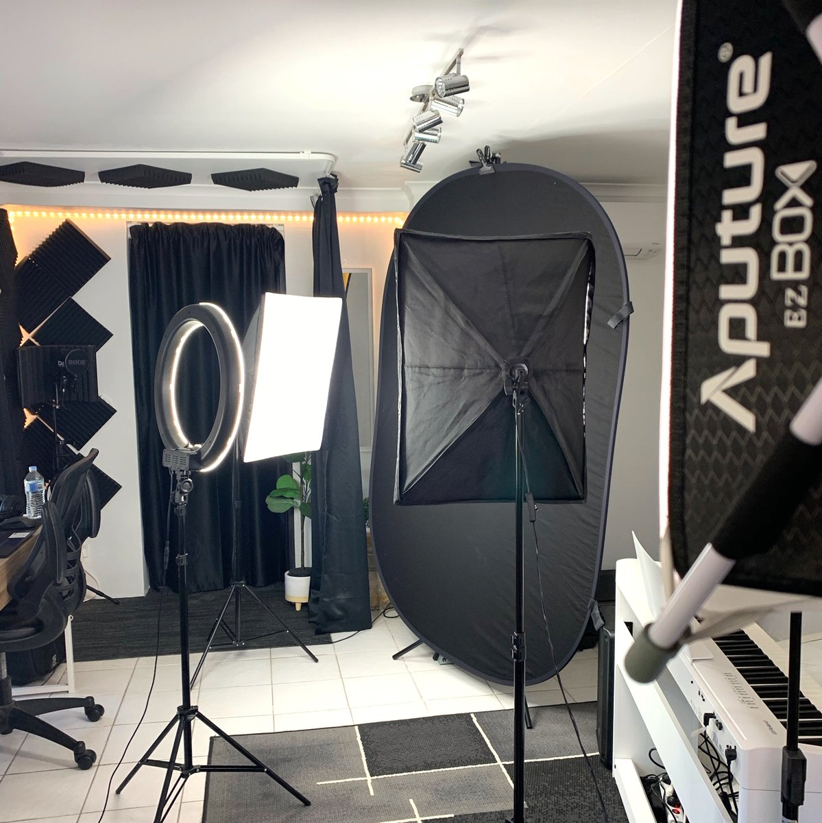 We have converted our studio today into a photobooth! Some amazing things are being planned for 2021! I hope you are ready.  #musictheory #musiceducation #vocaltraining #vocalcoach #singers #musicians #singinglessons #singing #singingwarmups #warmups #onlinelessons https://t.co/l3OLGAEPxw