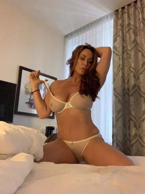 Had some sexy time in a hotel room with my cub in Chicago! Come to my OnlyFans to see the full video
