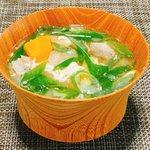 Image for the Tweet beginning: 今日のスープは有賀さん @kaorun6 の #365日のめざましスープ からバトン豚汁。今日は九条ネギをたっぷりと。明日は何をトッピングしようかな?夫「寒くなってきて、豚汁染みる季節だな~」と。ホント、秋ですねえ。 #スープ365 #おうちご飯