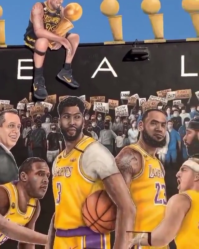 A Kobe silhouette was added to this 2020 Lakers mural🐍 🙏  (via kobemural, gz.jr/IG) https://t.co/RO62anBZB5