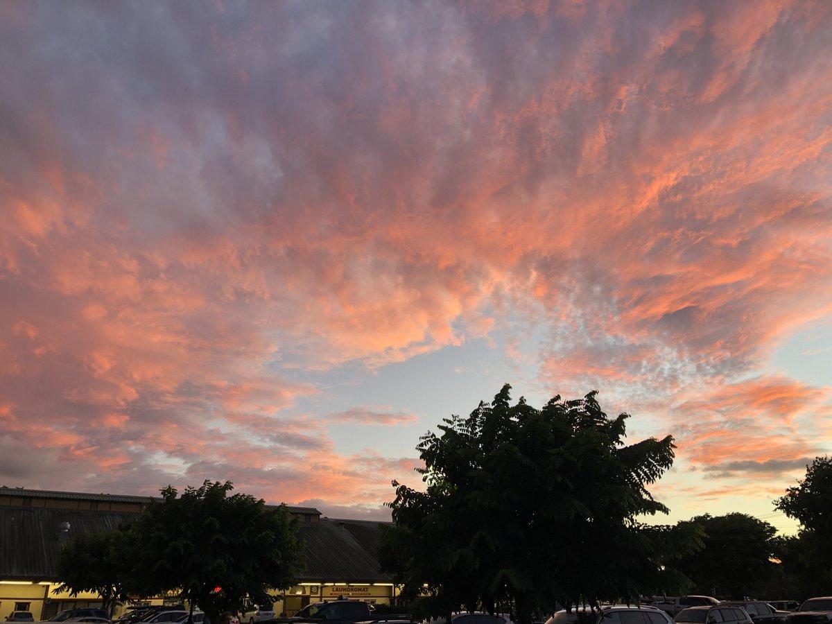 test Twitter Media - Cooling at sunset in Haiku. #cmweather #Maui #Haiku #Inkclouds #MagicalMaui #Mauinokaoi https://t.co/K38cKUTWan