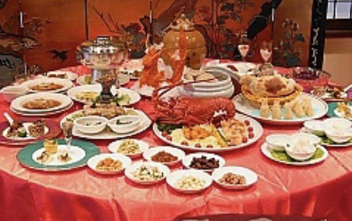 今日の会社弁当のメインは「肉じゃが」でした。よく料理上手の例えで、肉じゃがを美味しく作れる彼女や嫁さんがいい💕なんて話したまに聞きますが、そこでワシ考えました🤔満漢全席を美味しく作れる彼女や嫁さんがいい………恐らく一生結婚出来んでしょうね🤣🤣🤣と言う事で今夜も素敵に👍