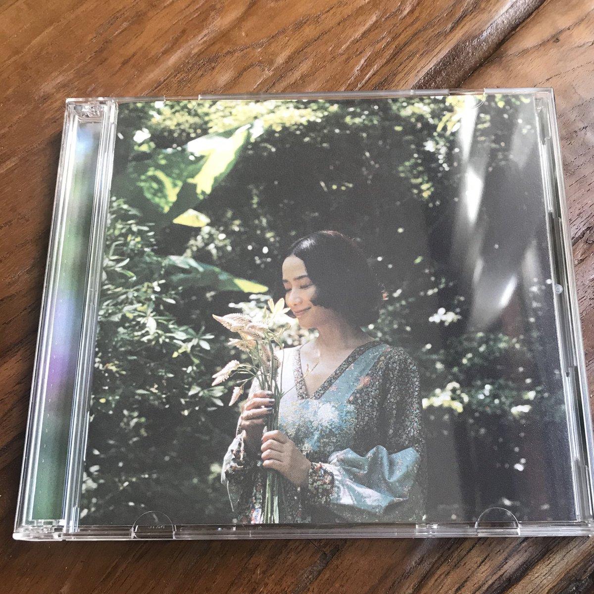 原田知世さんのカバーアルバム『恋愛小説3 You & Me』が明日リリースされます。初回盤には、私が歌詞を担当した「冬のこもりうた」が英語バージョンで入っていますよ。英訳詞は青芝和行さん。大貫妙子さん、小山田圭吾さん、細野晴臣さん、土岐麻子さんとのデュエット曲もあり素敵すぎる一枚です。