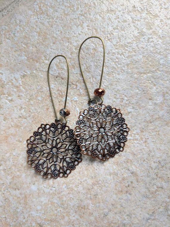 Large filigree earrings, copper https://t.co/tDxI4699cg via @EtsySocial #torontostyle #shoplocal #largeearrings #filigreeearrings https://t.co/O06Pirp6oD