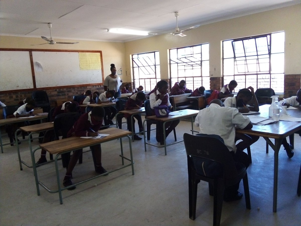 Ensuring that Njani gr4 learners catch up with their school is one of the priorities that myself and my colleague @Amandagumedegw1 give our best in facilitation @GwfOnline @HazyviewDLC #Nurturing https://t.co/O22PRiI9zK