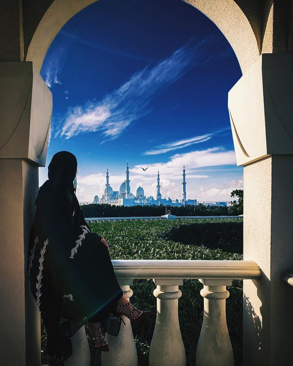 When views are as gorgeous as this, you can spend all day here!  Who can spot a beautiful world famous landmark 🕌 in this stunning picture? Your extraordinary moments are waiting for you, till then #StaySafe⁣ 📸 eletrico_ae/Instagram https://t.co/I9YhRMfcem