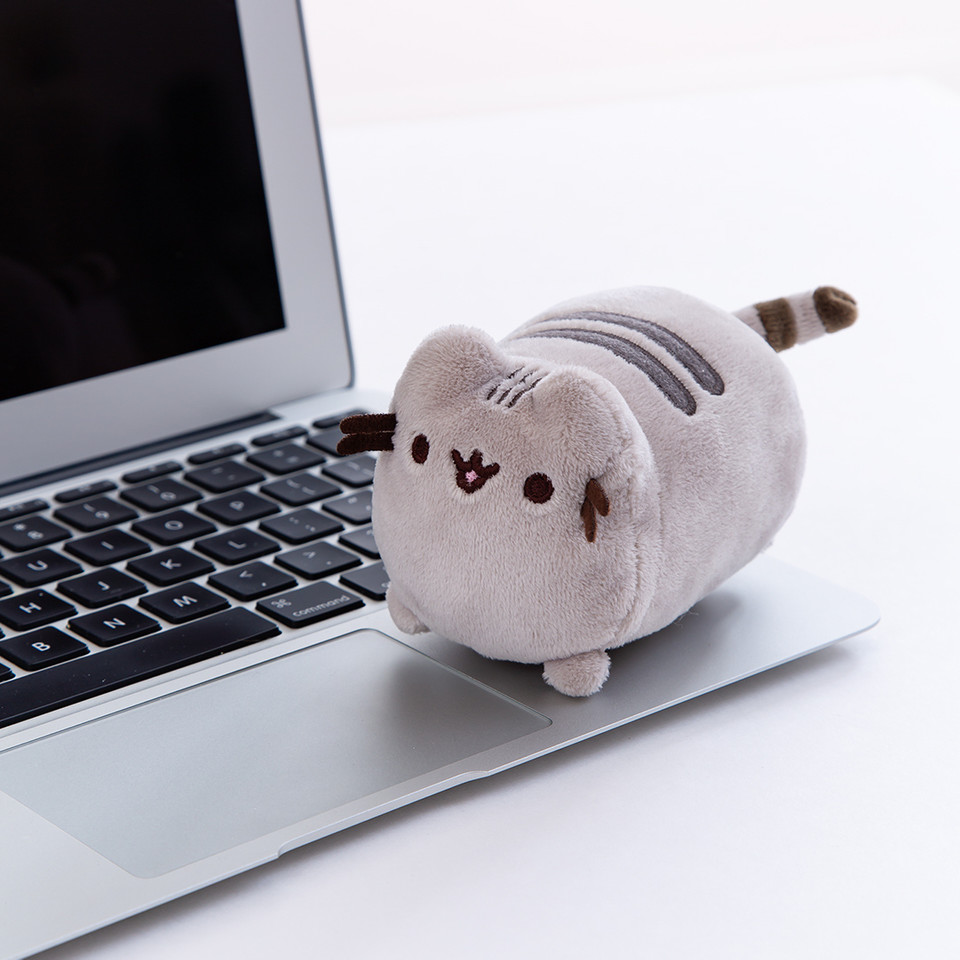 This screen cleaner #Pusheen plush loves to sit on your laptop, just like your own cat 😼 💻 bit.ly/3dvJV0w