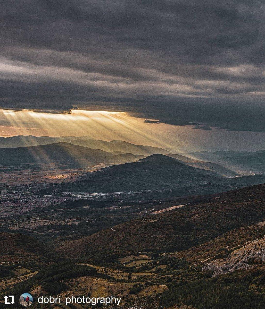 Kada Pirot priča priču, to izgleda ovako! #oblaci  . #wheretoserbia #pirot #niš #prirodasrbije #priroda #picoftheday #lifestory #natureadventure #natureview #mountain_world #exploreeverywhere on https://t.co/gubaEBlvR7 https://t.co/Xy6BLxUCiO