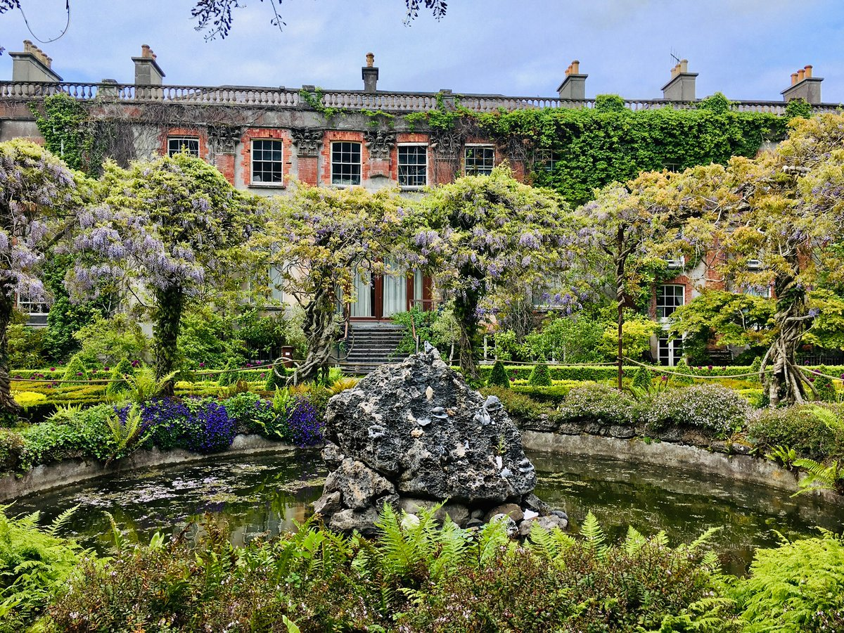 Today's garden of the week is the 1 & only @BantryHouse .  Enjoyed by visitors for over 70 years, it's still run by the descendants of the Earls of Bantry.  Open daily 10-5.  P75 T923.  @wildatlanticway  @Corkcoco  @pure_cork  #purecorkwelcomes @BantryBusiness  @visitbantry1 https://t.co/9xHR3dVWvH