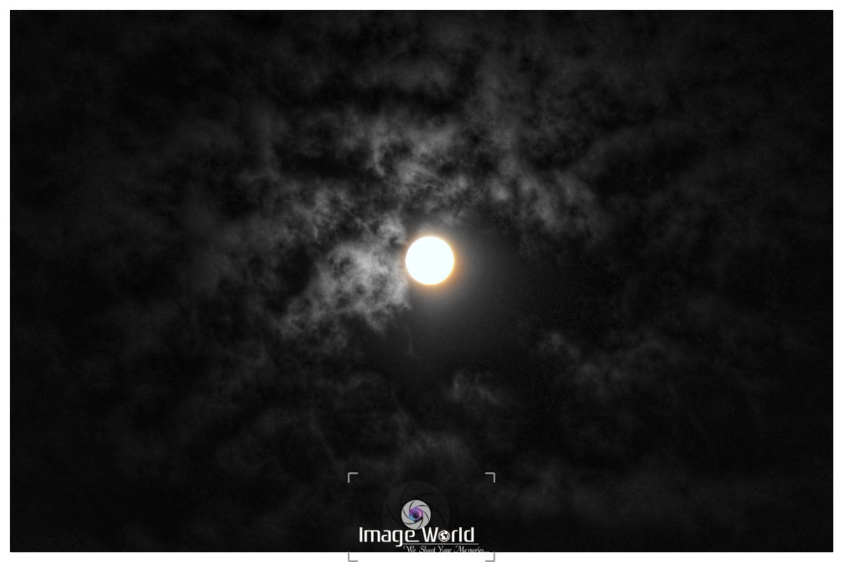 Moon light effects.  #harvestmoon #buckmoon #strawberrymoon #sturgeonmoon #supermoon #huntermoon #bluemoon #loveandlight #moonlovers #astrophotography  #pinkmoon #fullmoon #moon #coldmoon #ios #beavermoon #flowermoon #snowmoon #wolfmoon #wormmoon#photooftheday #photos #canon https://t.co/cK45nGW3WO