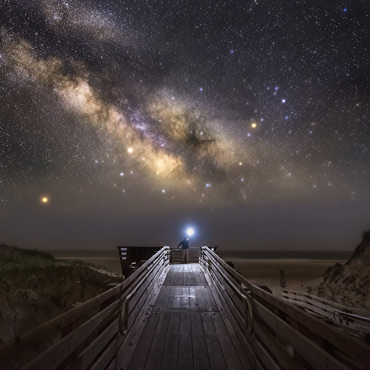 Remote learning meets real-life experiences on the #OuterBanks. 🌌 Far away from city lights, remarkably dark #OBX skies create the perfect setting for stargazing. (📷: Scott C.) https://t.co/v7UaN2Nijo