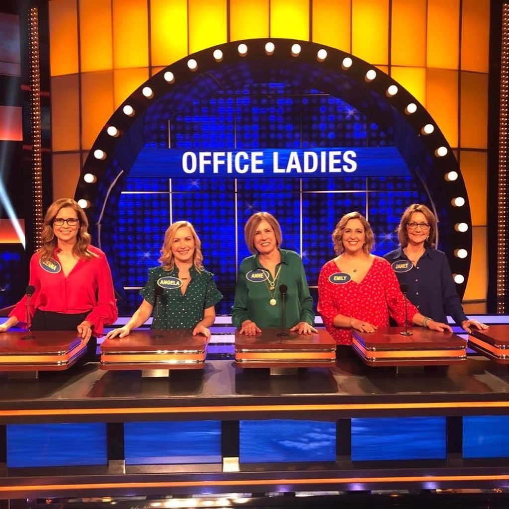 We filmed this back in February and it's finally airing tonight! Team Office Ladies playing for @Adopt_classroom on @FamilyFeudABC Our team: Me, @AngelaKinsey, My Mom, my sister Emily and Angela's sister Janet! My Mom, Emily and Janet are all teachers! https://t.co/kNhKinBCUt