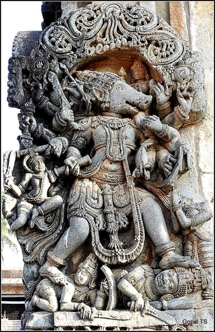 ಸಂಹಾರನಿರತ ವರಾಹ ರೂಪದಿ ವಿಷ್ಣುವಿನ ಕೆತ್ತನೆ, ಚನ್ನಕೇಶವ ದೇವಾಲಯ,ಬೇಲೂರು, ಹಾಸನ. #temple #indiantemple #belur #hassan #lordvishnu https://t.co/Zc4JVtMLpn