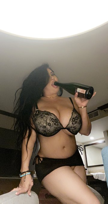 Happy titty Tuesday! Cum see me ride this Champagne 🍾 on https://t.co/1c0XAaW4MU 💋 https://t.co/yOKI
