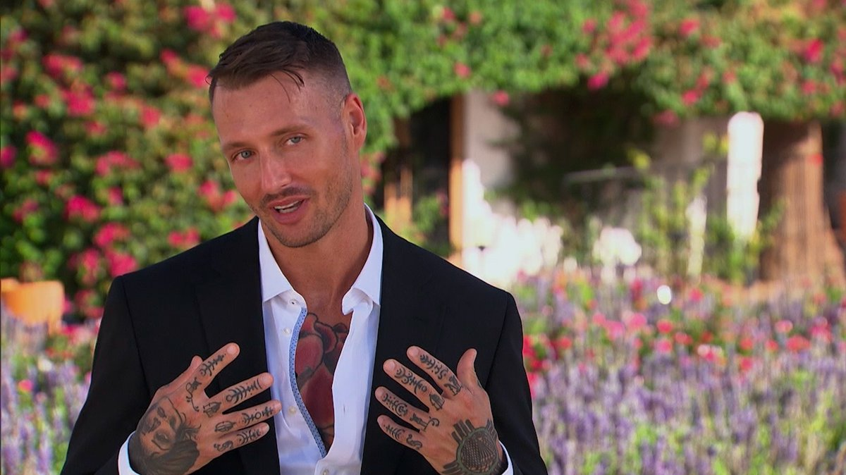 Genuine question, do his finger tattoos spell out SOUP NUTS? #TheBachelorette