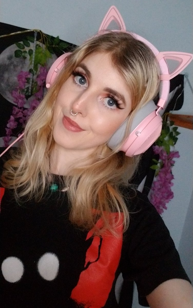 StrawberryJ1nx - Asmr and chill for the next two hours ♡