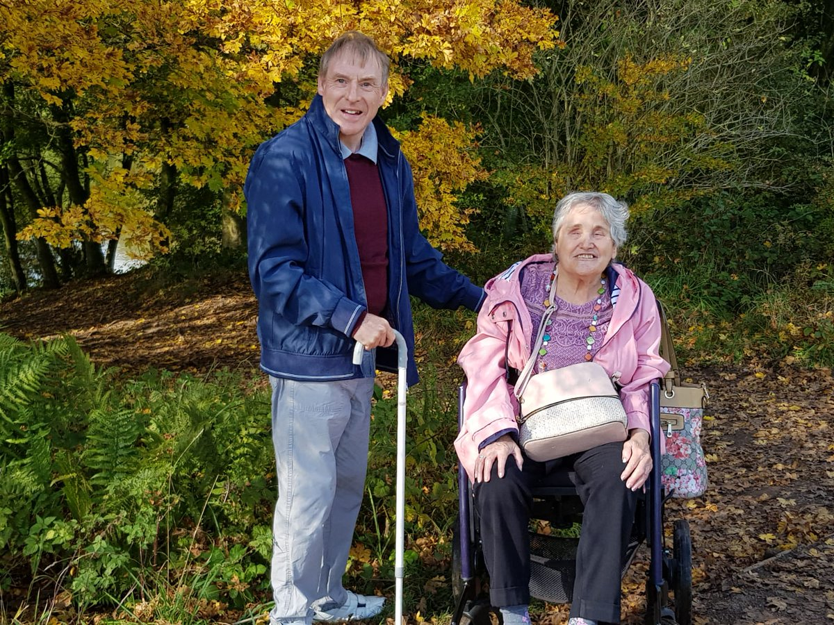 Christine and Richard took advantage of some warm autumn sunshine when they had a picnic and walk around Brereton Heath #daysout #autumnleaves #friends  #nobarriers #charity #CheshireEast https://t.co/vqo45Bzuuj